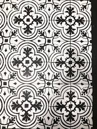 got ugly vinyl floors with this step by tutorial you can learn how to black and white floor stencils r37 stencils