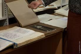 Библиодень в Химках Гид переводчик Вот например диссертация 1952 года посвященная памятнику Сталина изданная в виде альбома фотографий одного памятника без текстовой части в качестве
