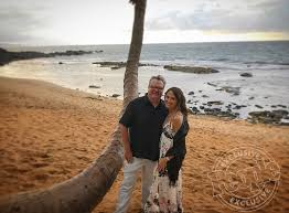 (i) you are not at least 18 years of age or the age of majority in each and every jurisdiction in which you will or may view the sexually explicit material, whichever is higher (the age of majority), (ii) such material offends you, or. Eric Stonestreet Gushes Over Girlfriend Lindsay Schweitzer People Com
