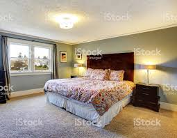 Hellblau Eingerichtete Schlafzimmer Mit Teppichboden Stockfoto Und