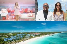 """Beaches Resorts hosted industry trailblazers at the 5th annual """"Social  Media on the Sand"""" conference"""