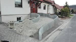Rampen aus metall, auch mit podest für treppen und hauseingänge. Bild 7 Der Aufgang Wird Mit Schotter Aufgefullt Und Verdichtet Hauseingang Treppen Eingang Treppe Treppe