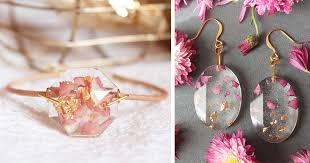 gold flakes in resin jewelry by lyuda