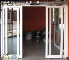 Puertas Para Baño Interior  DikiducomCuanto Cuesta Una Puerta De Aluminio