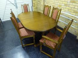 old charm solid oak lancaster extending dining table and 6 chairs 2 are carver chairs in their light oak finish the 2 table top sections are locked in