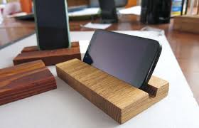 picture of diy wooden phone stand
