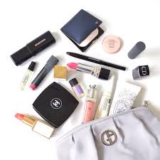 makeup bag essentials tipit beauty makeup