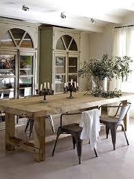 armoires réalisées avec des fenêtres table en bois épais siège style industriel rustic dining room