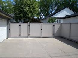 vinyl fence is a mature and proven fence system that the modern alternative to wood it combines style privacy aesthetics of wood with two tone vinyl n55 privacy