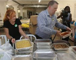 dave scherbenco staff photographer olive garden staffers mary gonsauls and ralph metschulat set up donated food at ruth s place on monday afternoon