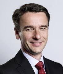 ... der Leitung von Dr. Heinz-Peter Roß neue Mitglieder in den Vorstand bestellt: Iris Klunk (40), Jörn Stapelfeld (49) und Markus Drews (42) werden zum 1. - Heinz-Peter-Ro%25C3%259F