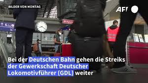 Die gewerkschaft deutscher lokomotivführer will zum streik bei der deutschen bahn aufrufen. Streik Der Lokfuhrer Rund Jeder Dritte Db Fernzug Soll Fahren Berliner Morgenpost
