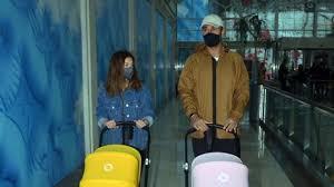 Volkan Babacan ve eşi ikizlerle alışverişte - SacitAslan.com