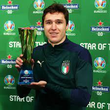 """عادل علي بن علي on Twitter: """"#كييزا لاعب منتخب #إيطاليا يفوز بجائزة رجل  مباراة نصف النهائي #اليورو #ايطاليا_اسبانيا #اسبانيا_ايطاليا  #انجلترا_الدانمارك #كأس_أمم_أوروبا #كأس_الأمم_الأوروبية #يورو2020 #EURO2020  https://t.co/p3Briz5csa"""" / Twitter"""