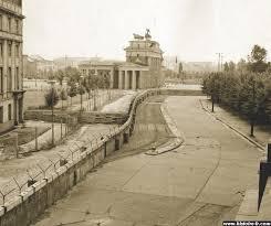 12 août 1961: Construction du Mur de la honte à Berlin Images?q=tbn:ANd9GcTOAednq2945YCqwoxCs2DsHiAp23SMHAzY9_gVoyEaIcc64be7