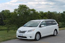 Chrysler Town & Country vs. Toyota Sienna: how do they stack up ...