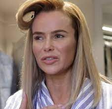 Amanda holden makes a stylish exit in from heart radio studios. Amanda Holden Becomes A Youtube Beauty Vlogger Showing How To Get Daily Mail Online