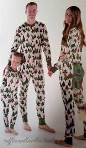 Family Christmas Picture Best 25 Christmas Pajamas For Family Ideas On Pinterest Holiday