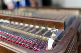 Alat musik tradisional jawa ini juga merupakan alat musik ritmis yang dimainkan sebagai pengatur irama. 33 Alat Musik Petik Tradisional Indonesia Dan Modern Terlengkap