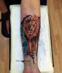 лев царь зверей тату на предплечье у девушки добавлено Slava Jangle