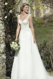 Die besten 25+ Contemporary wedding dresses Ideen auf Pinterest ...