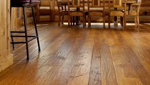 how diffe are laminate and hardwood