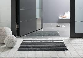 Fußmatten sind ein praktisches wohnaccessoire, um nicht zweimal den boden fegen oder wischen zu müssen. Schuhabstreifer System Bodenwanne Und Fussmatte Zum Einbau Hauseingang Gestalten Eingang Eigenes Haus Bauen
