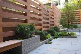 Creative Idea:Stunning Home With High Brown Modern Wood Fence Near Small  Brown Wood Bench