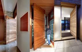 Para garantir a privacidade foi usado vidro jateado. Modelos De Porta Pivotante Veja Os Principais Modelos Do Mercado