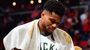 Bucks struggle in Game 4 even before ...