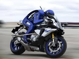 watch yamaha s humanoid robot ride a motorcycle around a racetrack