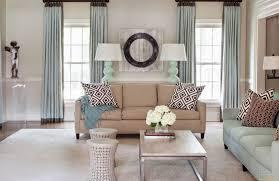Design Eines Wohnzimmers Mit Zwei Fenstern 25 Fotos