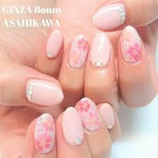 Ginza Bonny旭川店さんのネイルデザイン 春なお花ネイルですこちらは