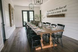 fixer upper dining room oh how funny this very show is on my tv right now