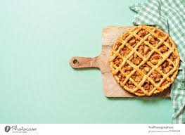 apple pie on green table top view