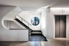 Charming neuehouse york cool offices Rockwell Group The Conference Rooms Come With Distractingly Beautiful Views Of The Hollywood Hills And Downtown Los Angeles The Historical Corridors With Modernist Retail Design Blog Neuehouse Hollywood By David Rockwell Los Angeles California