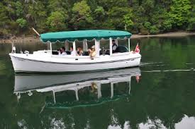 butchart gardens tours. Electric Tour Boat Out On The Water. Butchart Gardens Tours T