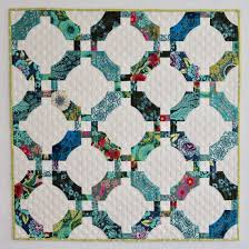 Pine Needle Retreat 2017: Group One » First Light Designs & This is the quilt that appears on the SKW website. It was made with the QCR  Mini, the smaller of the two specialty curve rulers designed by Sew Kind of  ... Adamdwight.com