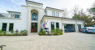 Jojo, real name joelle jonie siwa, shared snap shots of the colourful interiors including the rainbow headboard on her bed as well as her famously shiny ensembles kept on display in glass cabinets. Jojo Siwa S House Is A Teen S Dream Come True But Where Is It Located
