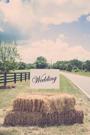4 tips for throwing a stunning summer country wedding. Hay Bale ...