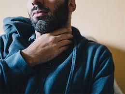 sharp pain in throat when swallowing on