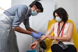 Resultado de imagen para Grupo asesor de la OMS respaldó eficacia de vacuna de Oxford para mayores de 65 años