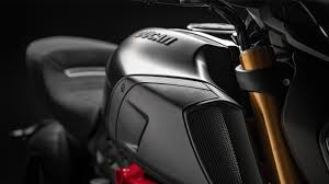 There are two variants of the ducati diavel 1260: Ducati Diavel 1260 The Maxi Naked Powerful And Muscular
