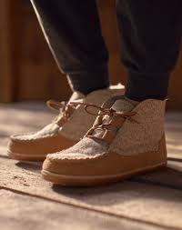 Moccasins Boots Slippers Sandals Minnetonka Moccasin
