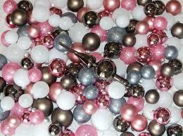 Traditionelles Christbaumschmuck Kugelsortiment Aus Glas Mit 217 Kugeln Rosa Grau Weiß In Verschiedenen Größen Und Spitze Komplettset