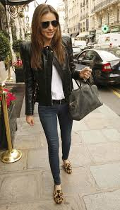 miranda kerr went back to basics with skinny jeans and a white shirt