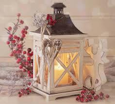 Bellezza e semplicità dellagrifoglio e vischio nelle decorazioni