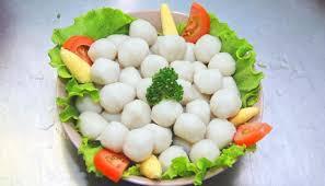 Bakso ikan biasa dimakan sebagai pelengkap hidangan kwetiau goreng, mi goreng, dan capcai. Resep Dan Tips Membuat Bakso Ikan Kenyal Dan Lembut Hypermart Co Id