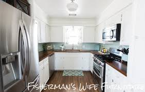 many of you have an empty space above your kitchen cabinets you know that wasted space between the top of the kitchen cabinets and the ceiling