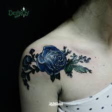 фото татуировки шиповник в стиле цветная татуировки на ключице